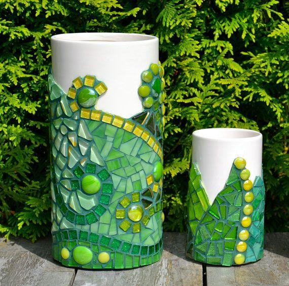 Conjunto de dos jarrones de vidrio verde mosaico en cerámica