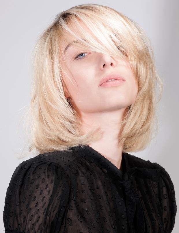 Coupe De Cheveux Nos Conseils Pour Les Visages Carres Coupe De Cheveux Carre Plongeant Cheveux Boucles Cheveux