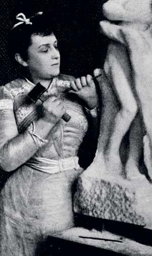 Camille Claudel (1864–1943) O C.Claudelové se soudí, že patří k spolutvůrci Občanů Calais – sousoší zachycujícímu výjev ze stoleté války od Rodina. Claudelová byla také hlavním modelem pro další umělcova díla včetně Danaidy a zanechala rozsáhlé sochařské dílo zaměřené na portrét, i když množství soch zničila právě pro své nervové onemocnění.skončila v ústavu pro duševně nemocné, kam ji nechala převést matka.
