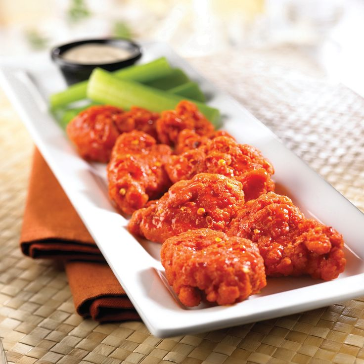 Buffalo Wings Go boneless or traditional with your choice of sauces ranging from mild to spicy – Tennessee BBQ, Garlic Parmesan, Caribbean Rum, Classic Buffalo or Scorching Hot sauces. Served with celery and Bleu Cheese or Ranch dressing.