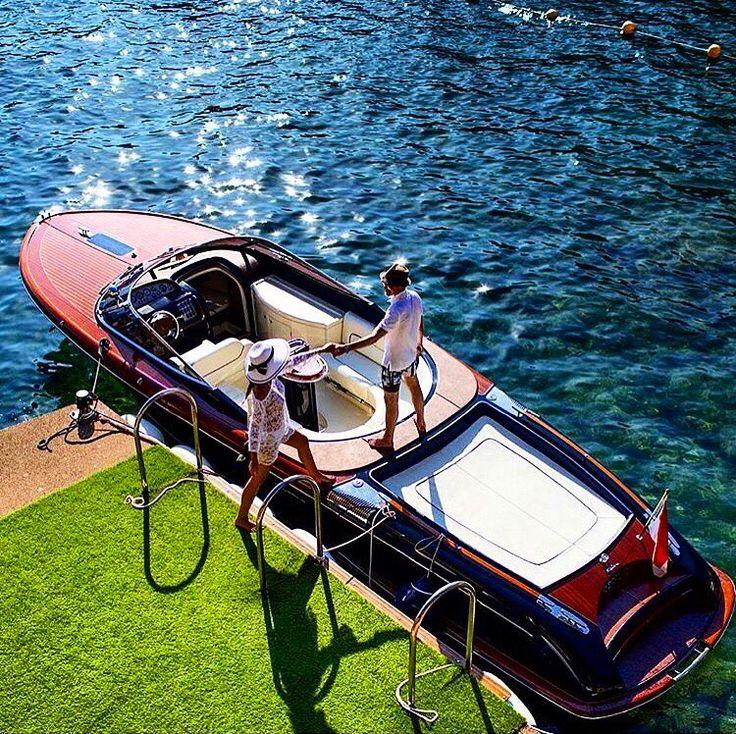 Le magnifique yachtStella Marisest le dernier arrivé de la flotte de yachts de prestige de Burgess. Long de 72,1 mètres et pesant2114 GT,Stella Marisest le plus grand superyacht jamais construit par Viareggio Superyachts(VSY). Un véritable palais flottant Construit par Viareggio Superyachts et prêt à être livré immédiatement à un nouveau propriétaire,ce superyacht