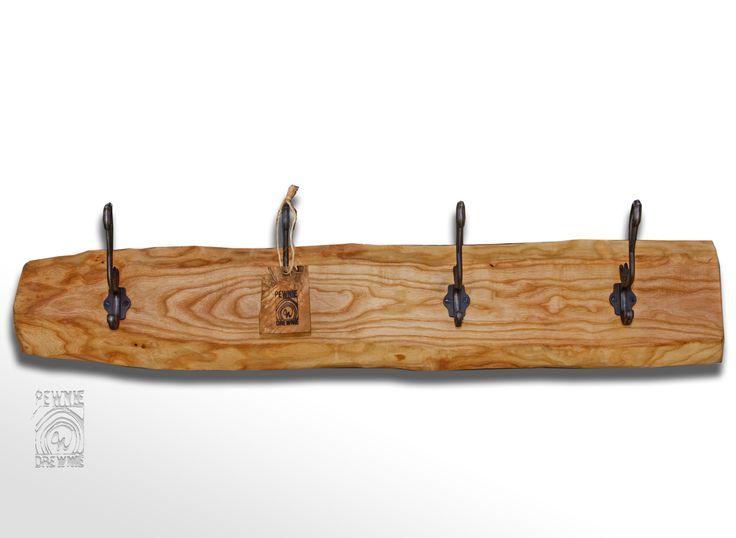 Wykończony olejem który stanowi ekologiczną alternatywę dla lakierów, doskonale konserwuje jednocześnie wzmacniając kolor, uwydatniając słoje a przede wszystkim pozwalając zachować naturalny wygląd drewna.