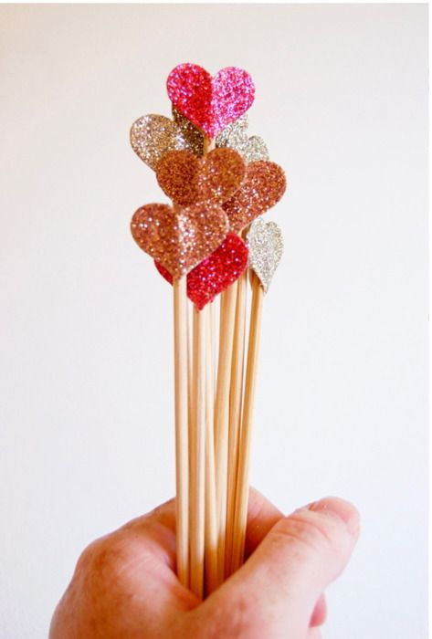 Such and easy DIY...use heart punch on glitter paper and glue the hearts to the ends of swizzle sticks GREAT FOR ANY HOLIDAY OR PARTYValentine'S Day, Valentine Day, Cupcakes Toppers, Parties, Heart Cake, Sticks, Glitter Heart, Drinks, Cake Toppers