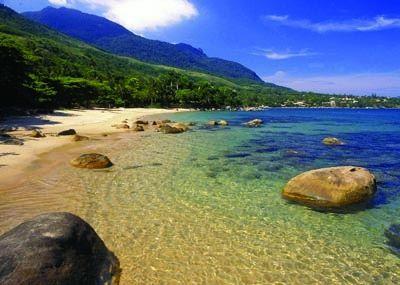 Prainha do Julião, em Ilha Bela, litoral do estado de São Paulo, Brasil.
