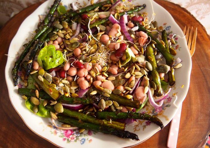 Groen zonder poen: salade met gegrilde asperges, bonen en kiemen - De groene meisjes