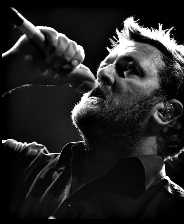 guy garvey - elbow  doing what he does best