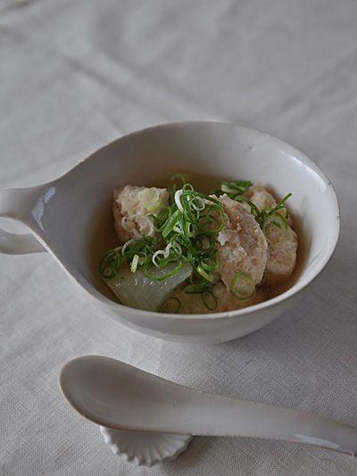 うつわ:高島大樹白釉スープカップその他のメニュー:ツルムラサキのお浸し・さつまいものスダチ煮・冷奴・玄米ごはんとうもんメモ:冬瓜とエビつみれで煮物にしよう...