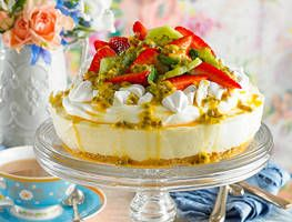 Pavlova or cheesecake? Why choose when you can have them both! Ed whips up a perfect paring with his pavlova cheesecake? Clouds of cream and scatterings of meringue topped with strawberries, kiwifruit and a drizzle of passionfruit turns a simple cheesecake into a new family favourite.