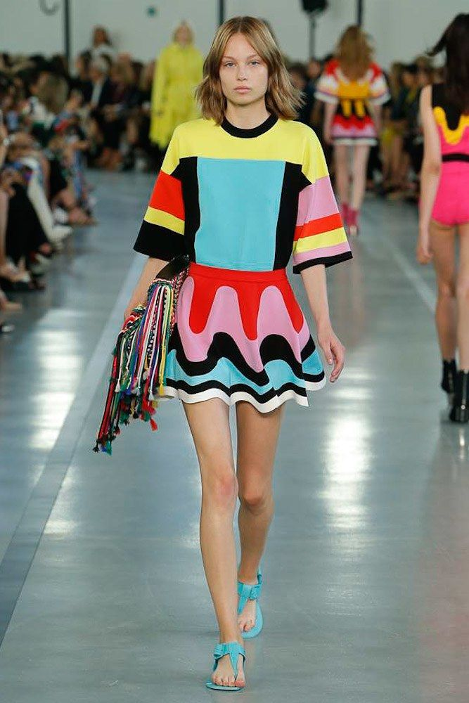 Emilio Pucci inspiring us to step into bolder prints this season..   #SS18 #SS18Trends #Pucciprints #70'sInspired #SS18Prints #NewTrends #PrintsTrend #Prints