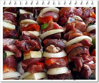 Jedlíkovo vaření: Letní masové špízy s paprikou a cuketou#more