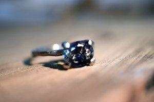 verlovings+ring+mooie-steen-tournmalijn-witgoud-engagement-takje-verloven-huwelijk-trouwen-goudsmid-1150px.jpg