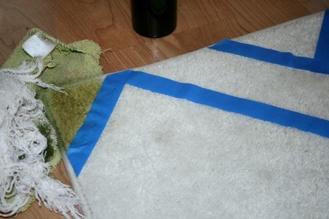 DIY chevron rug using Rit dye....cheap rug from Walmart/Target. Buy during back to school
