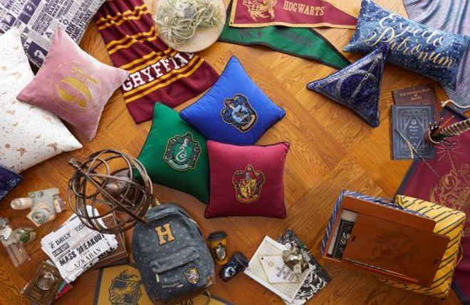 Vous Pouvez Rendre Votre Interieur Magique Avec Une Deco 100 Harry Potter Chambre Harry Potter Harry Potter Decoration Harry Potter