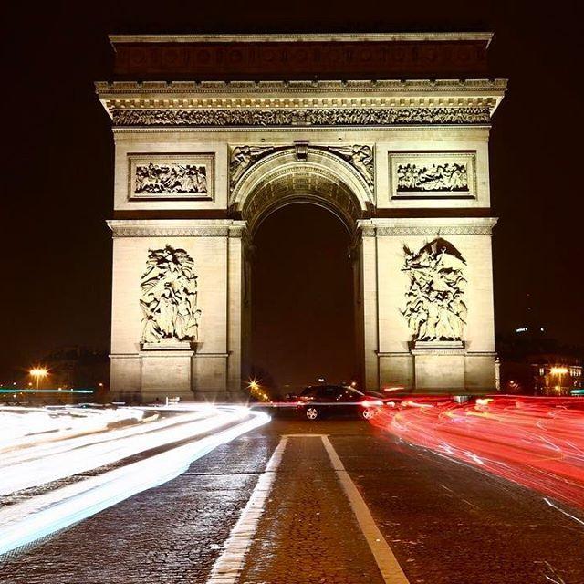 Instagram【yagi1226】さんの写真をピンしています。 《凱旋門もエッフェル塔と同様期待していなかったはずが、いざ目の前にすると予想以上の存在感で圧倒されました。パリはあまりに見所が多く、3日間のみの滞在を後悔…ただ今日はなりたけのラーメンをパリで食べることができたのでよしとします🍜 #ヨーロッパ#フランス#パリ#一人旅#バックパッカー#ヨーロッパ周遊#凱旋門#夜景#写真#撮影#旅行#カメラ#一眼レフ#美しい#綺麗#Europe#France#paris#Arc de Toriomphe#travel#photo#camera》