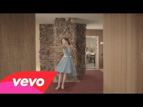 She & Him- Stay Awhile. Poucas coisas são tão concretas e verossímeis quanto esse dançarino invisível. (Few things are as true and concrete as this invisible dancer) (dir.: CANADA) (21/11)
