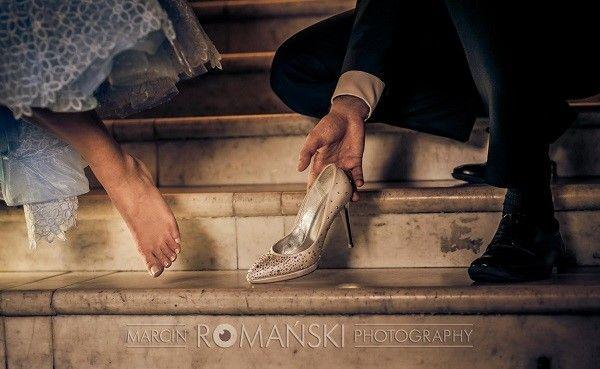 Panna Młoda jako Kopciuszek, niebieska suknia ślubna, sesja ślubna jak z bajki w stylu Kopciuszka