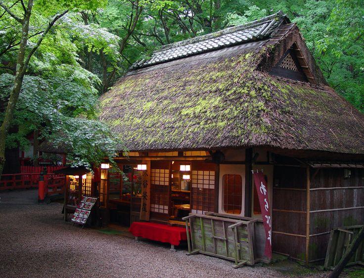 平成22年6月撮影、奈良公園内にある水谷茶屋・・・秋の紅葉の時期によく 撮影する場所ですが、新緑も綺麗でした。 [予告] 明日は、「明日香 稲...