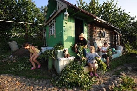 """""""Datcha"""" era um refúgio da vida privada, uma pequena ilha de emigração interna em meio às condições existentes na União Soviética Foto: ITAR-TASS"""