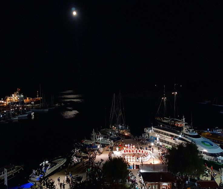 Dancing under the moon...🌕👏 3rd Alonissos Dance Festival...🎶🎵 8-10 of July  #alonissos #dance #festival #port #moon #sporades #greece #summer2017