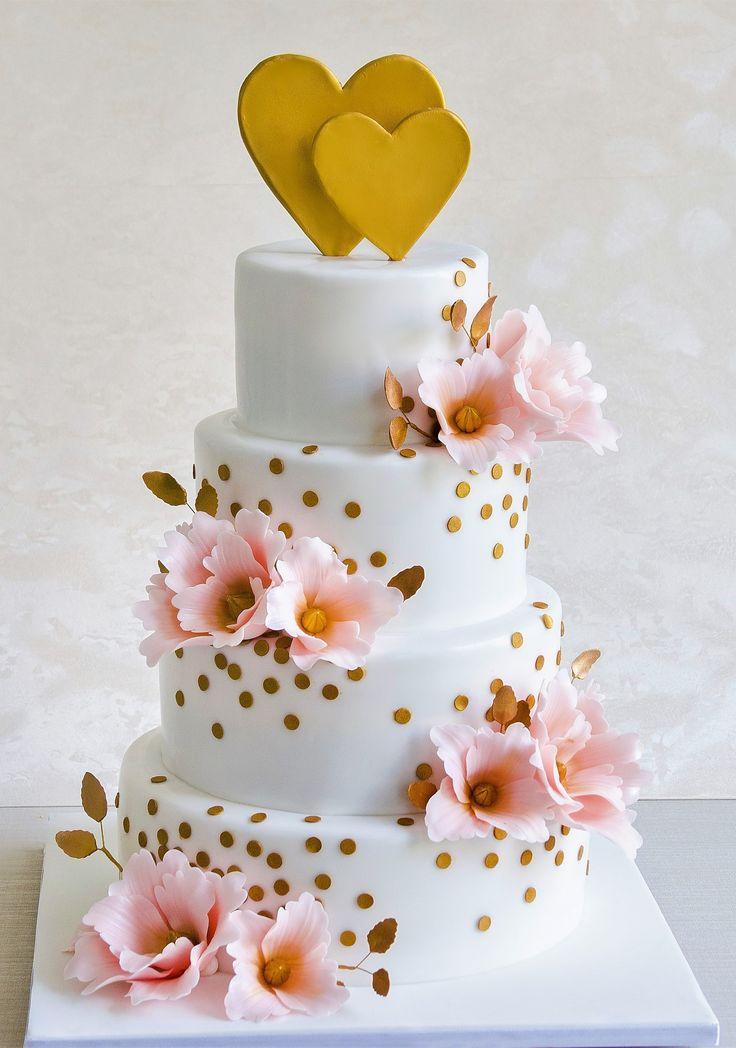 Tortul decorat cu inimioare aurii si flori de culoare roz-somon, este un model de lux ce radiaza si va fi cu siguranta spectacolul nuntii tale.