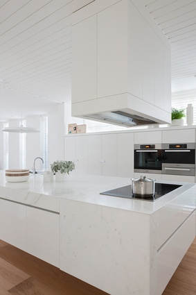 white kitchen - extractor fan