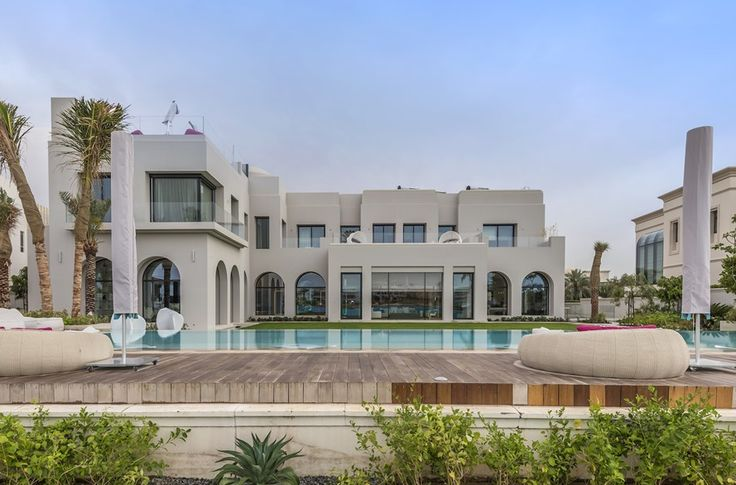 48 million 30 000 square foot mega mansion in dubai rear for Dubai luxury homes photos