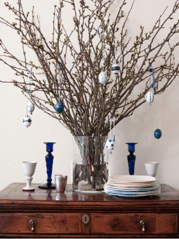 Easter Decorating ideas  Beautiful decorative element is Easter tree. It can be presented in any form. You  place a branch in a vase  and decorate it. In the vase you can put water, pebbles, shells or coffee beans.