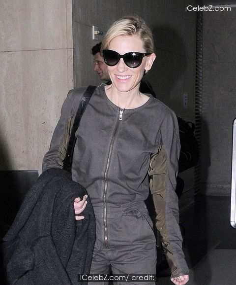 Cate Blanchett is good spirits as she arrives at LAX airport http://www.icelebz.com/events/cate_blanchett_is_good_spirits_as_she_arrives_at_lax_airport/photo1.html