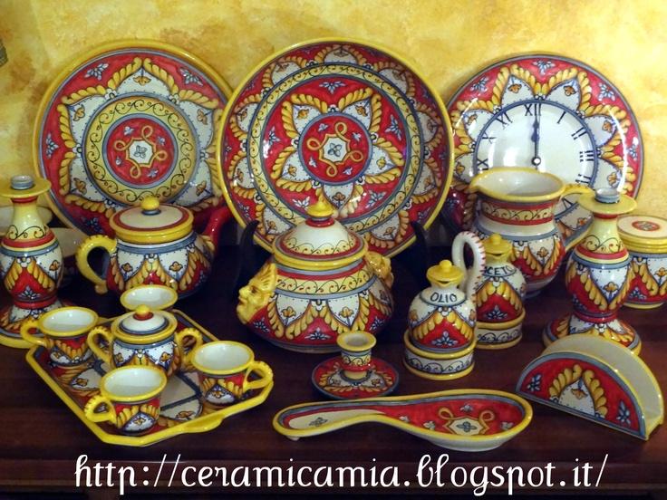 Household ceramics hand-painted. Ceramica per uso domestico dip.a mano hand-painted #Majolica #Italy http://ceramicamia.blogspot.it/2012/11/la-ceramica-in-mostra-roma.html