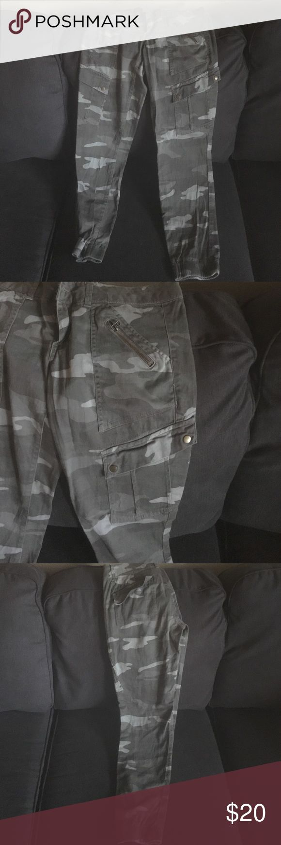 Camo jogger pants Jogger pants (woman pants). Never worn out, only tried on a couple times to wear. Size 9 Jolt Pants