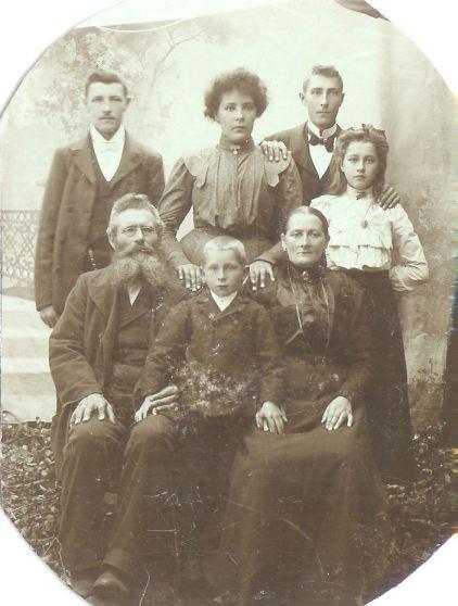 My 3gg father with his Family. about 1903. Min oldefar Jonas foreldre og søsken. Jonas er øverst til venstre #genealogy #slekt