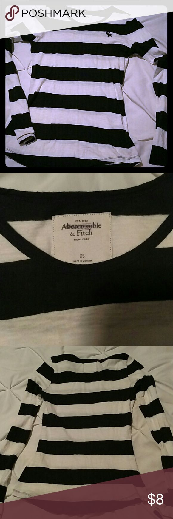 Fitted long sleeve Abercrombie and Fitch T-shirt *Abercrombie and Fitch * Long sleeve tee * Very soft fabric * Light wear Abercrombie & Fitch Tops Tees - Long Sleeve