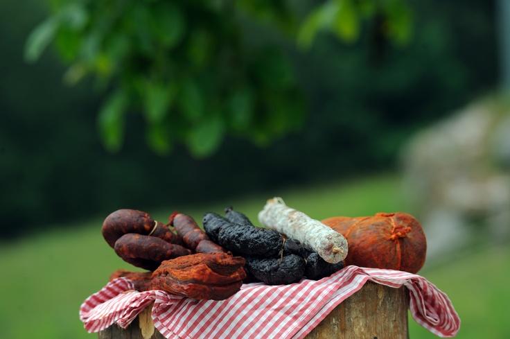 Embutidos  para una fabada en  Montaña Central #Asturias  // Sausages for a fabada in Central Mountain #Asturias