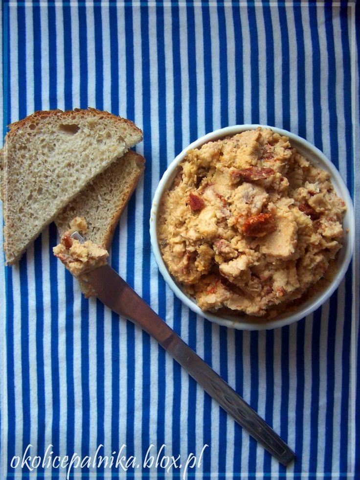 Pomidorowa pasta z cieciorkihttp://okolicepalnika.blox.pl/2014/01/Pomidorowa-pasta-z-cieciorki.html