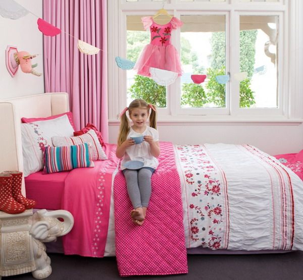 Best 25 Girls Bedroom Wallpaper Ideas On Pinterest: 72 Best Images About Beautiful Bedding & Pillows On