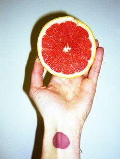 Grapefruit zum Badwannen reinigen oder Zitrone zum Fensterputzen? Diese Putz-Tricks sparen Zeit.