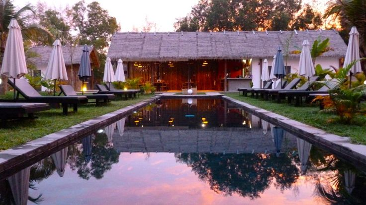 beautiful night view of a hotel swimming pool #cambodia