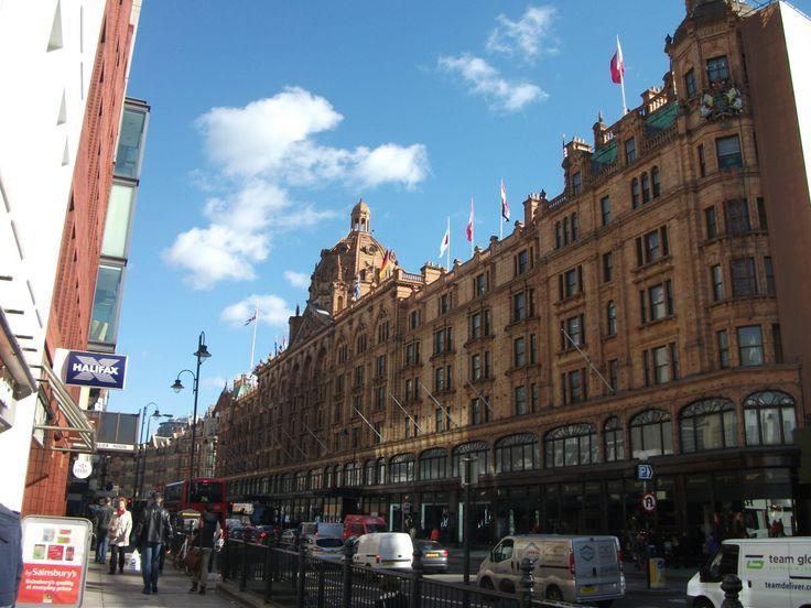Harrods London: Luxus pur und Erinnerungen zum Schmunzeln