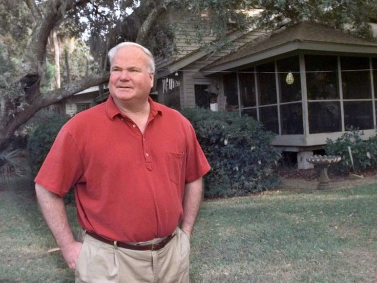 """Pat Conroy, the South Carolina author of bestsellers including """"The Prince of Tides,"""" """"The Great Santini"""" and """"The Lords of Discipline,"""" died Friday in Beaufort,…I love this man and his beautiful writing.So sad. RIP Pat Conroy"""