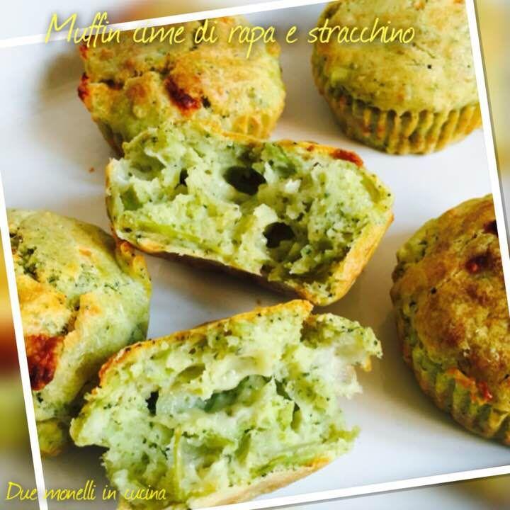 I muffin broccoli e stracchino sono un piatto perfetto da servire come antipasto o anche come stuzzichino da mangiare davanti alla televisione.