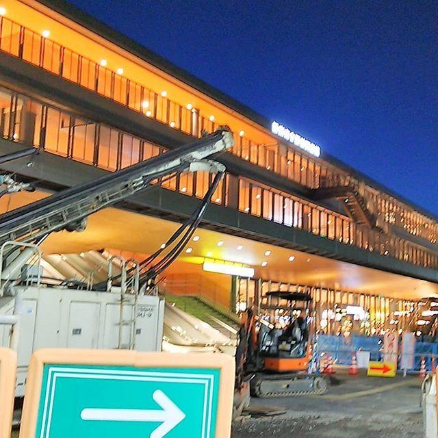 2月に開館した駅前図書館に行ってみた 駅ビル図書館書店だけど 駅前広場は工事中