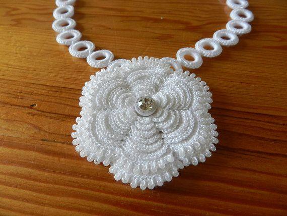 Irish Rings & Rose Necklace op Etsy, 40,00€