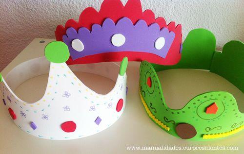 Coronas con goma eva: http://manualidades.euroresidentes.com/2013/04/como-hacer-una-corona-con-goma.html