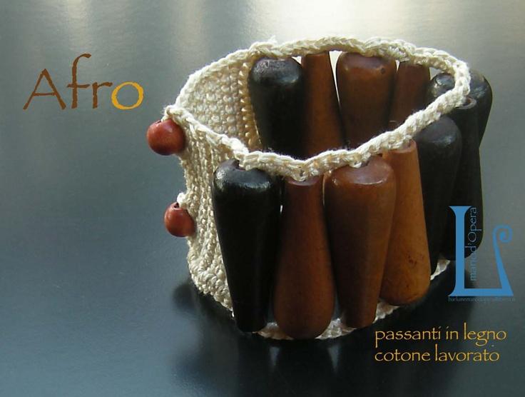 Wooden beads worked croquet. Handmade by BarlumeManod'Opera.
