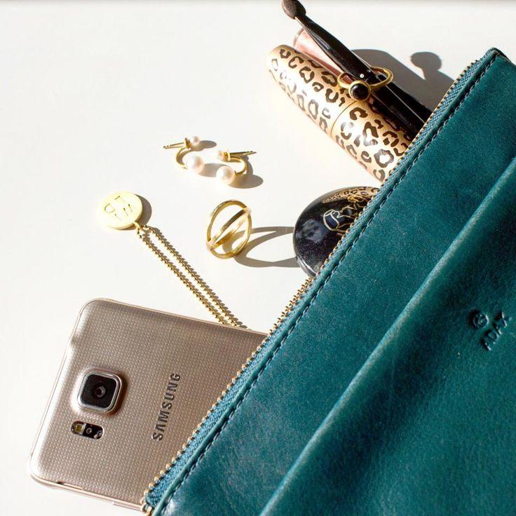 Hvad jeg har i min gå i byen taske. Hvad har du i din gå i byen taske?  #hviskmypurse #hvisk #hviskstyling #hviskstylist #hviskjewellery #smykker #jewellery #ringen #fingerring #fingerringe #ring #halskæde #halskæder #vedhæng #øreringe #earings #taske #purse