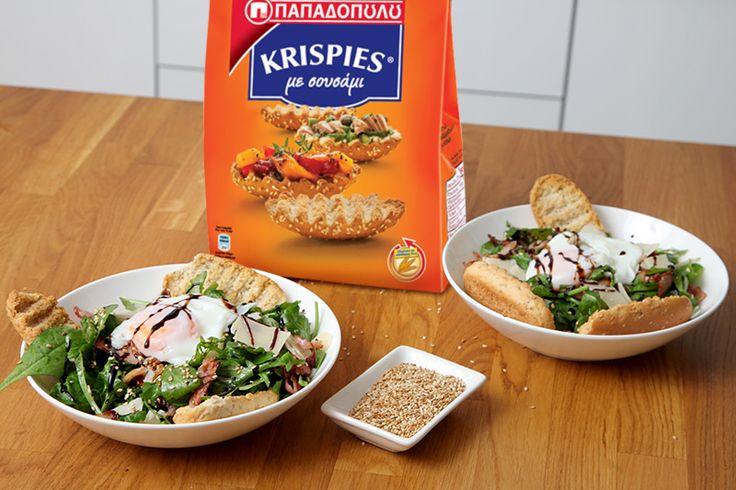 Σαλάτα σπανάκι με Krispies σουσάμι, bacon και ποσέ αυγό