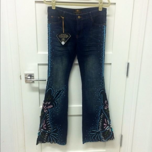 Jeans designer Amanda Adams jeans. Ornate hand beaded. Denim has lots of stretch. A real show stopper! If you like these and want a different size message me- I have been collecting them! Jeans