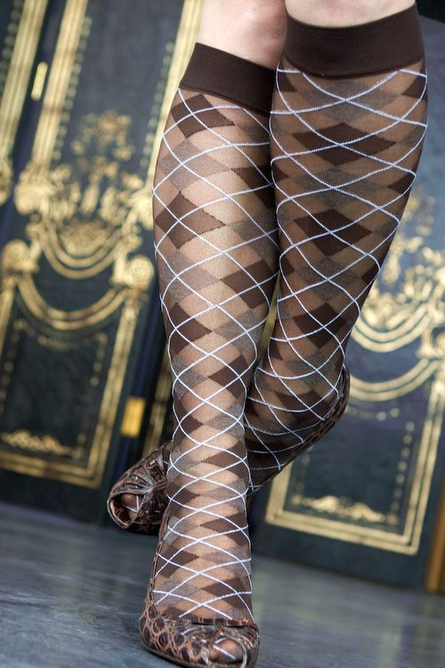 Slightly sheer argyle makes for an enticingly classic knee high trouser sock.
