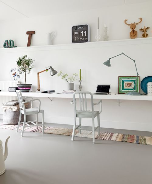 home office - tapis , plantes, couleurs en touches mais aéré par le blanc...