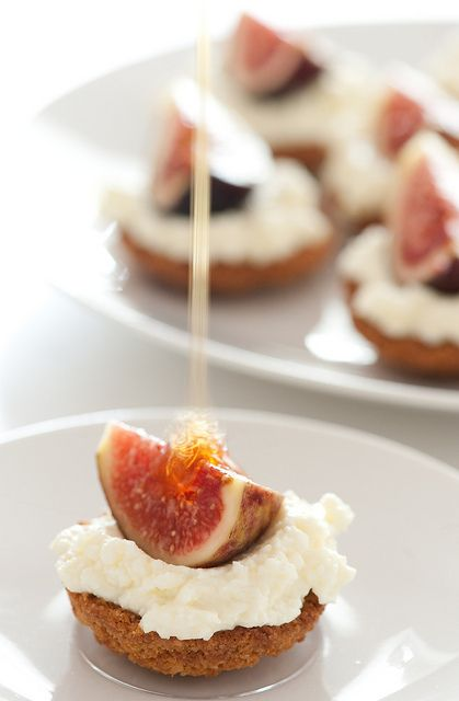 Little ricotta tartlets with fig & honey: Food Recipes, Figs Honey, Food And Drink, Honey Tartelett, Drinks Recipes, Ricotta Tartlets, Figs Tartlets, Honey Recipes, Figs Tarts
